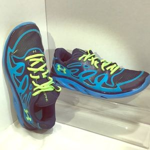 Under Armoir Spine Athletic Shoes Size 6.5Y